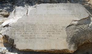 Plaque_au_histoire_d_un_olivier-pres_de_Pont_du_Gard-DSC_0032w